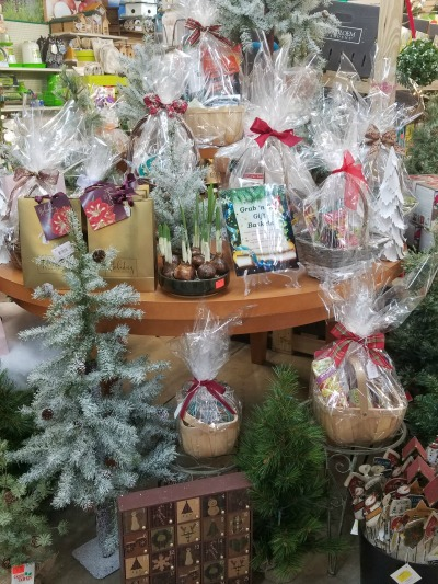 Christmas Gift Basket Table